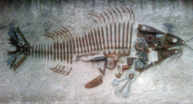 Fossil fish sculpture. Rae Allen. CC BY 2.0.